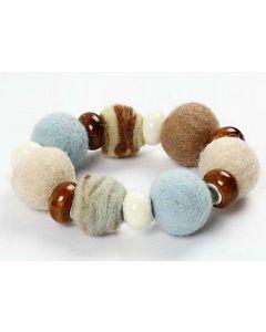 Armbånd med ull og keramikk