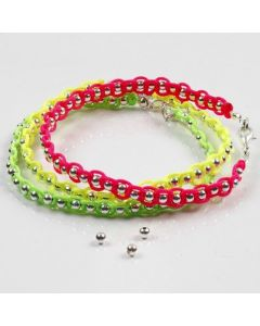 Sølvperler og neonfarget knyttesnor på smykkewire