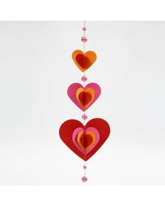 Uro med utstansede og sammensydde hjerter