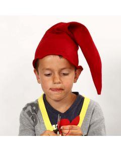 Nisselue sydd av rød filt