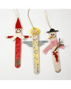 Julefigurer av malte og pyntede ispinner