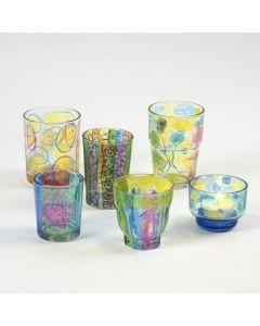 Lysglass med mønstre tegnet med tusj