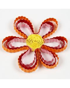 Quilling-blomst av bølgede papirstrimler