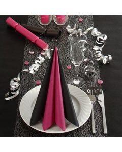 Borddekking og bordpynt i svart og pink