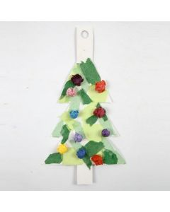 Juletre av hvit kartong med silkepapir