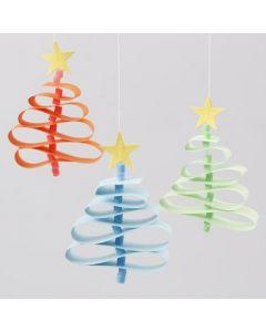 Juletrær av stjernestrimler med stammer av rørperler fra Nabbi