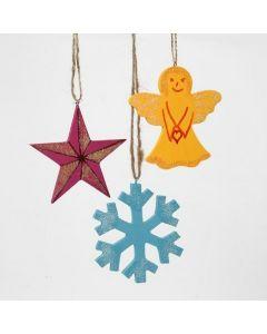 Juleoppheng av tre - malt, tusjtegnet og glitterdrysset
