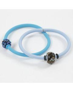 Armbånd av silikon med stoppringer rundt perler