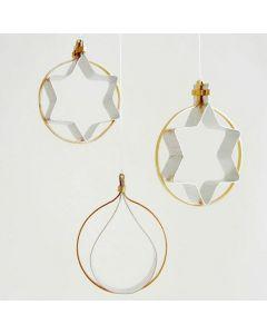 Figurative oppheng av flat alutråd i gull og sølv