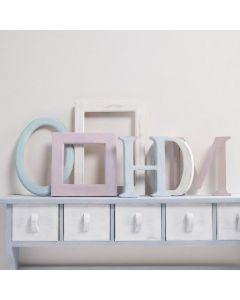 Bokstaver og rammer av tre malt med Chalky Vintage Look maling