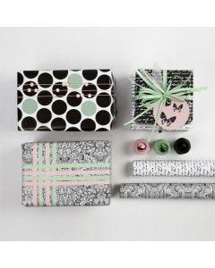 Gaveinnpakning med pynt og papir i Paris design fra Vivi Gade