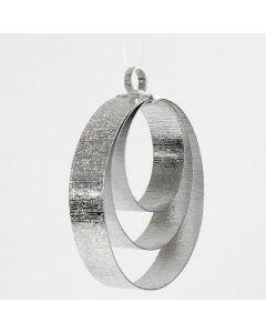 Oppheng til jul laget som ringer av flat alutråd i sølv