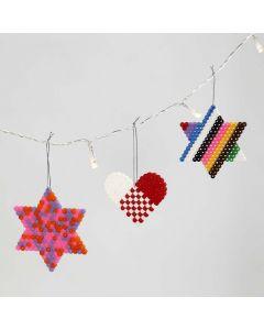Hjerte og stjerner av rørperler på stiftplate