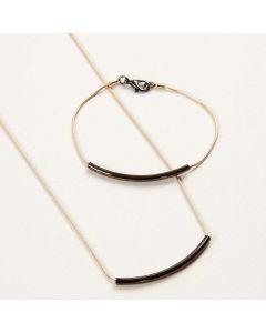 Smykker av slangekjeder med buede rør som anheng
