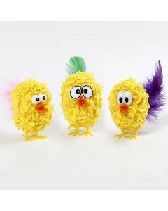 Kylling av isopor med gult stoff stukket fast