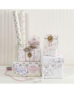 Gaveinnpakning med materialer i romantisk design fra Vivi Gade