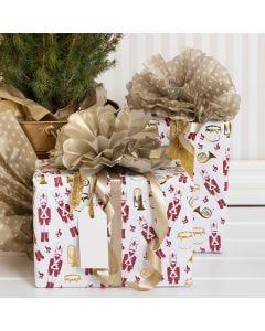 Julegaveinnpakning med pompon av silkepapir