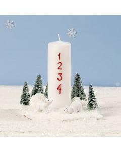 Juledekorasjon med lys pyntet med mini-isbjørn og -juletrær