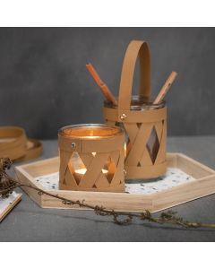 Glass til lys og oppbevaringsglass dekorert med lærpapir flettestrimler