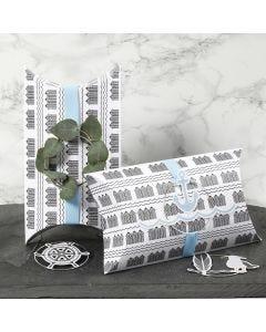 Gaveeske pyntet med blå bånd, metallring og maritime merker