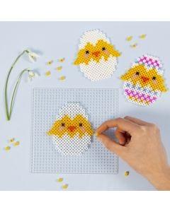 Påskekylling av rørperler på perleplate