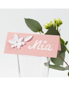 Bordkort med utstansede blomster av kartong med 3D effekt