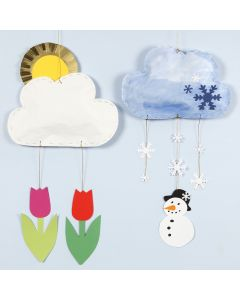 Oppheng av skyer med forskjellig vær laget av karduspapir og kartong