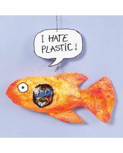 Gipsgaze fisk med plastikk i magen