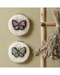 Sommerfugl i broderiramme med punch needle