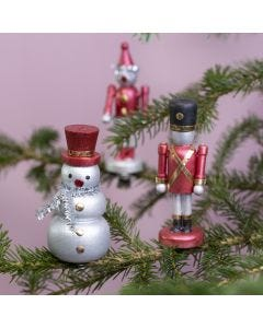 Trefigurer på klemmer dekorert med Art Metal maling og folie
