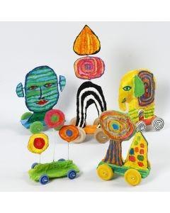 Skulptur på hjul av gjenbrukspapp og gipsgaze
