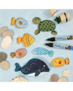 Havdyr malet på sten med tusch og pyntet med bio-glimmer