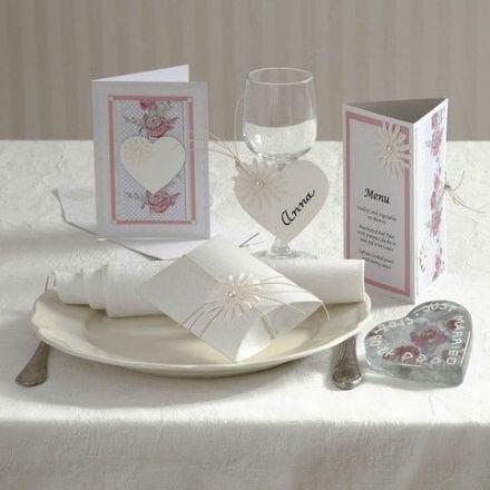 Festinvitasjon, kort og bordpynt med margeritt