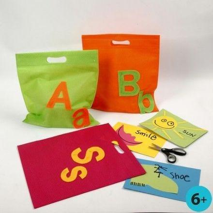 Mulepose med bokstaver av filt