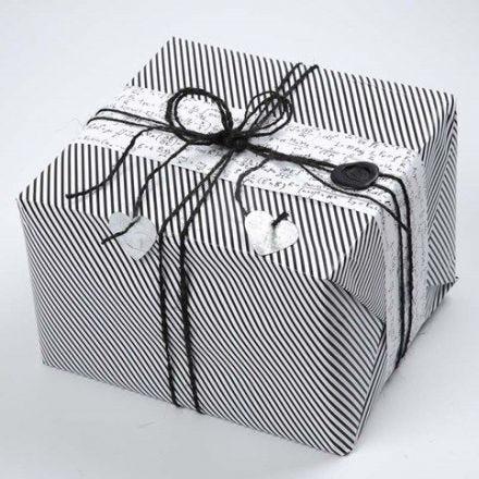 Innpakning i Paris fra Vivi Gade Design, pyntet med lakksegl