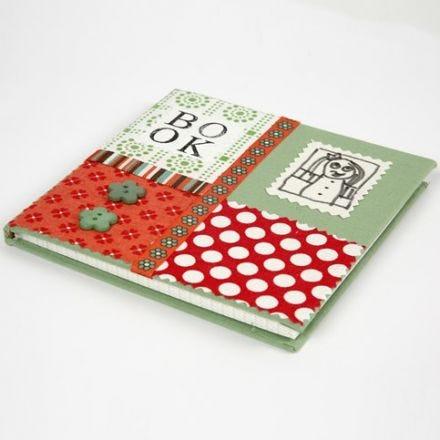 Kinabok med collage av økologisk bomull på omslaget