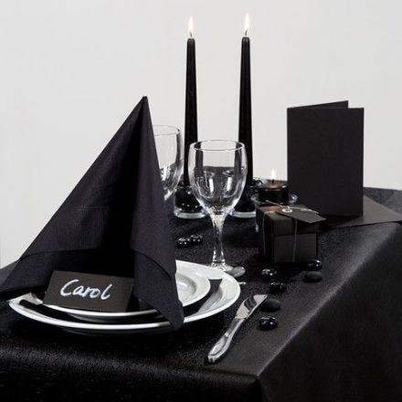 Inspirasjon til fest med svart borddekking, bordpynt m.m.