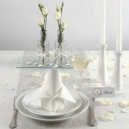 Borddekking og bordpynt i hvitt