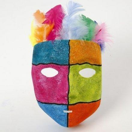 Grafikk og glittermaling på maske av plast