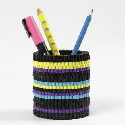 Krukke av fargede Nabbi rørperler
