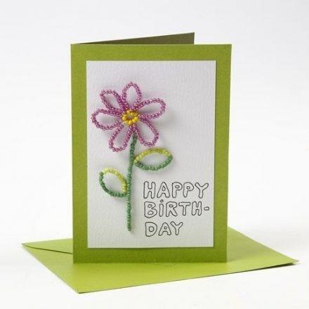 Kort og konvolutt fra Happy Moments med blomst av rocaiperler