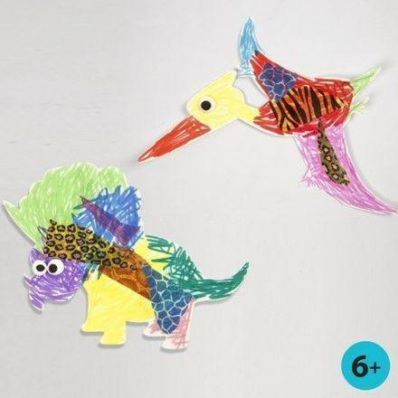 Dinosaur og flyveøgle av hvit kartong, malt og pyntet
