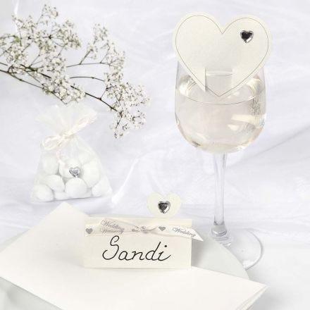 Romantisk hvit pynt til bryllup