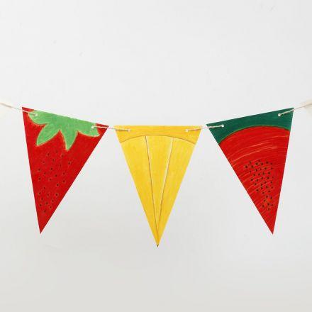 Flagg av dekorerte vimpler i kartong