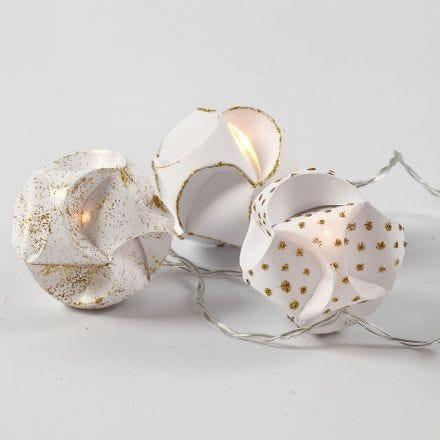Lyskjede med samle-selv-kuler pyntet med glitterlim i gull