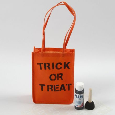 Orange pose til Halloween dekorert med tekst