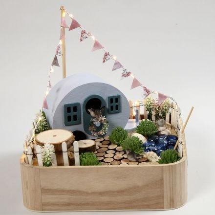 Miniatyr Campingplass på et brett