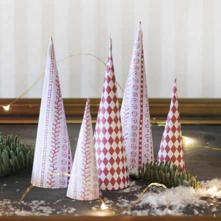 Kjegle juletre av designpapir