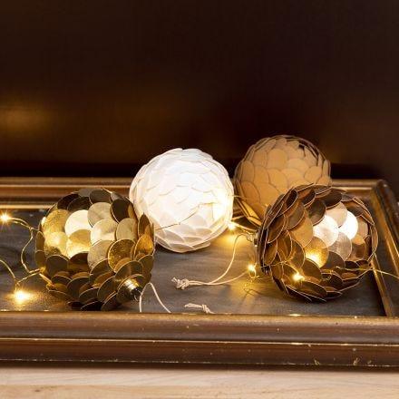 Julekule laget som kjegle av lærpapir