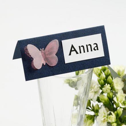Bordkort med sommerfugl av utstanset pergamentpapir